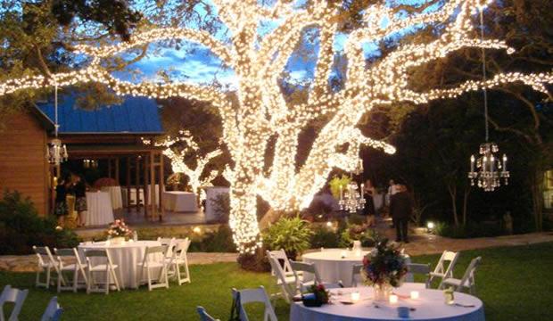 Luces en los rboles tips para bodas en arg - Jardines decorados para fiestas ...